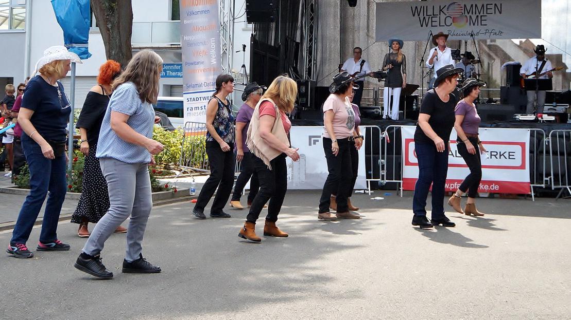 Line Dance Gruppe beim Deutsch Amerikanischen Freundschaftsfest