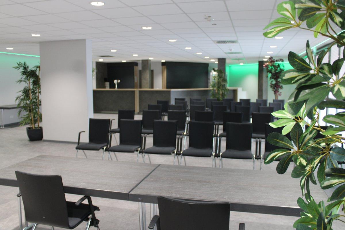 Reihenbestuhlung für eine Tagung in der Lounge des CC Ramstein