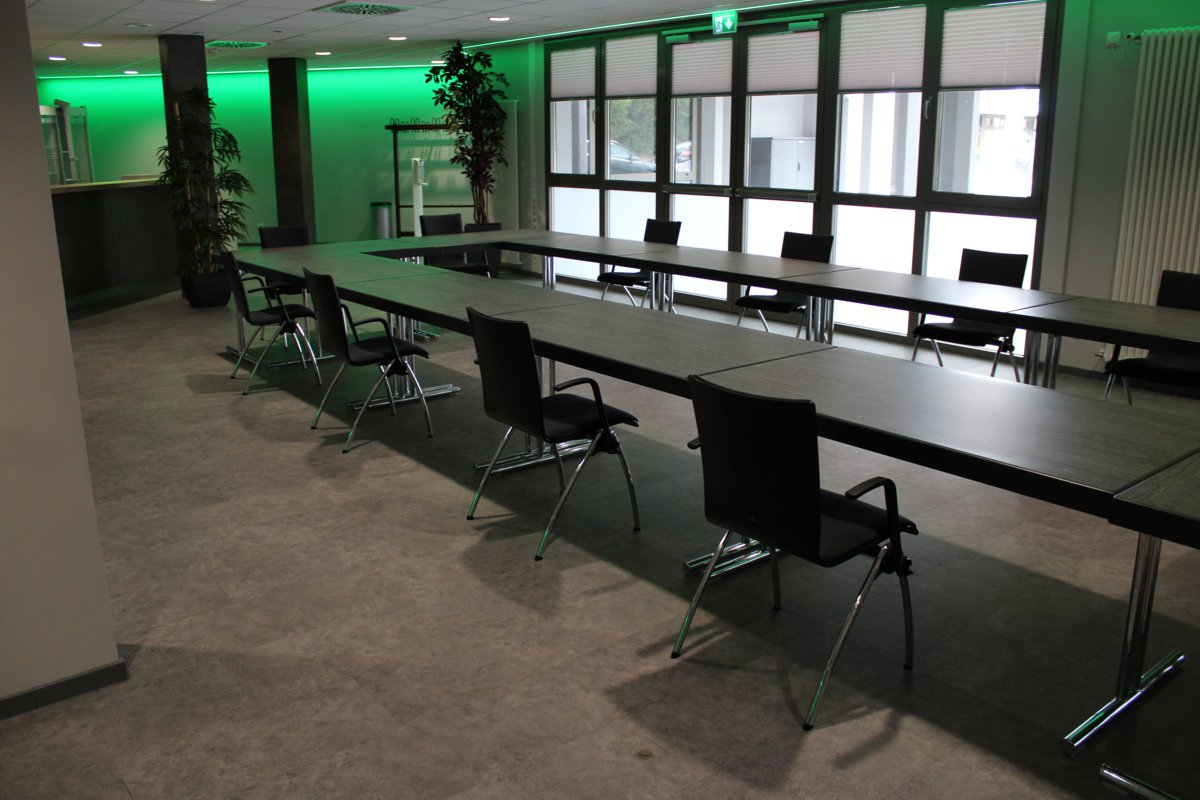 Bestuhlung in U-Form mit Tischen für eine Tagung in der CCR-Lounge des CCR