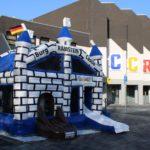 Die Deutsch-Amerikanische Hüpfburg der Stadt Ramstein Miesenbach vorm Congress Center Ramstein aufgebaut