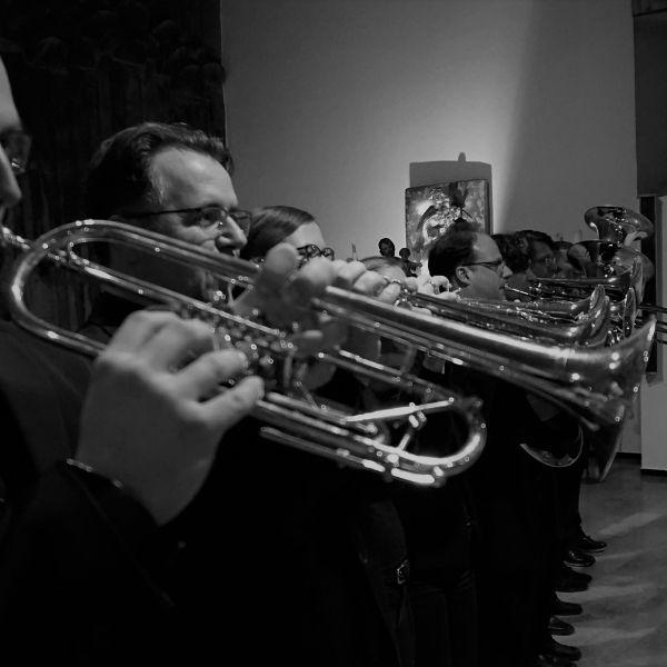 Seitliches Bild der Blechbläserformation BrassCats für das Konzert am 03.10.2021