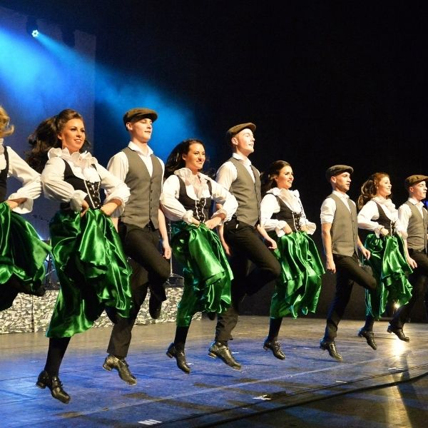 Einige der Tänzer der Irish Dance Gruppe Danceperados of Ireland für die Show Whiskey you are the devil am 13.01.2022 in Ramstein