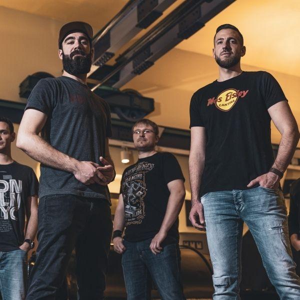 Die Band Fused posiert für ihren Auftritt am 14.10.2021 im Congress Center Ramstein